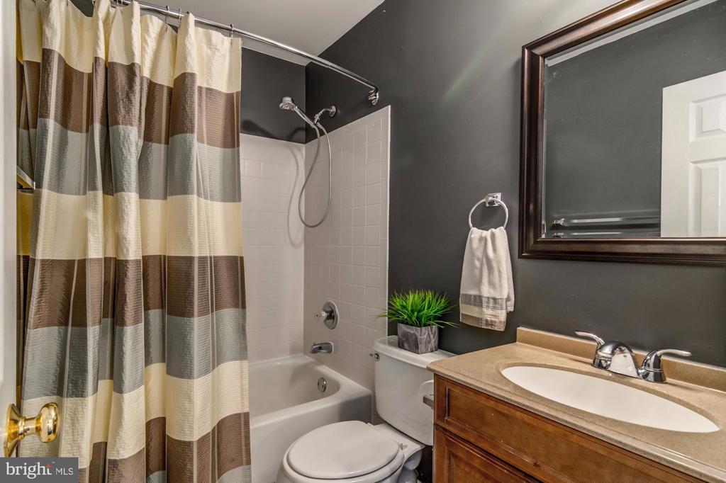 Second Full Bath - 5 TABER CT, STAFFORD