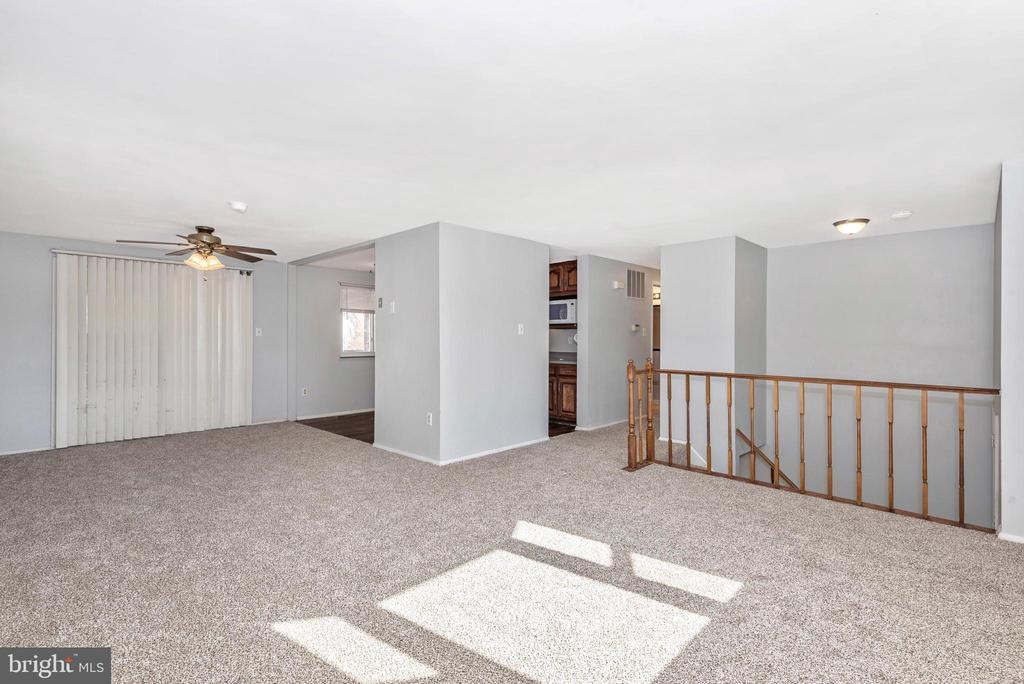 LIVING ROOM VIEW 3 - 2 PARK CT, WALKERSVILLE