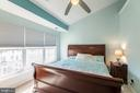 Relaxing master bedroom with ceiling fan - 20404 TRAILS END TER, ASHBURN