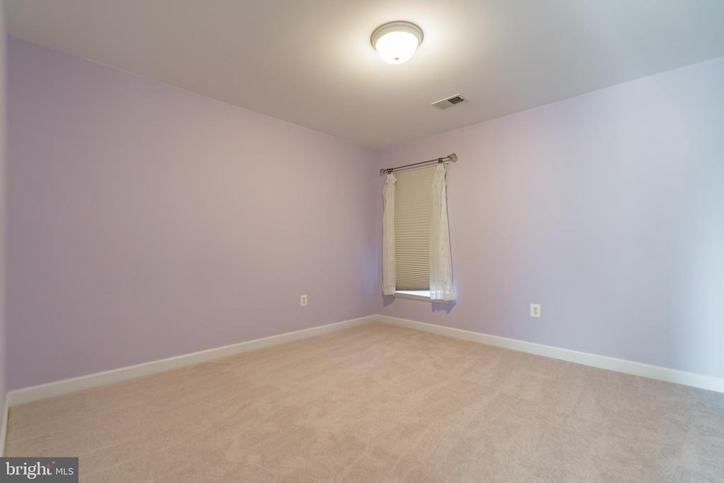 Fourth bedroom with walk-in closet - 25975 MCCOY CT, CHANTILLY