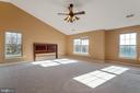 Large owner's suite with vaulted ceiling - 25975 MCCOY CT, CHANTILLY