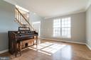 Light filled living room - 25975 MCCOY CT, CHANTILLY