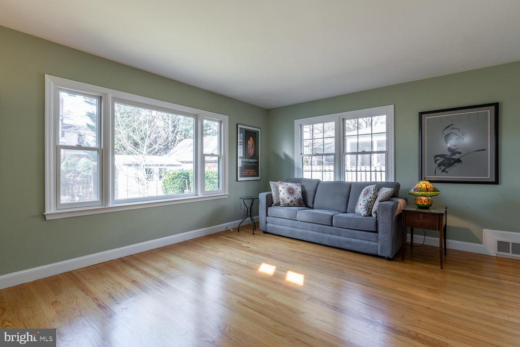 Large Family Room addition with Picture Window - 522 N NORWOOD ST, ARLINGTON