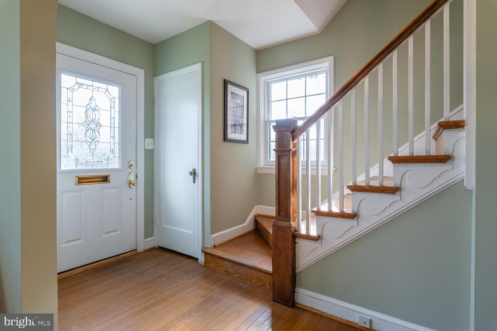 Walk up the stairs to 4 Bedrooms - 522 N NORWOOD ST, ARLINGTON