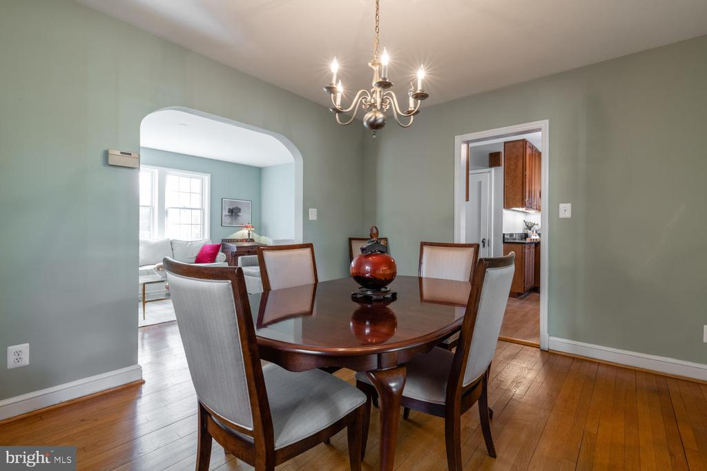 Dining Room opens onto Family Room addition - 522 N NORWOOD ST, ARLINGTON