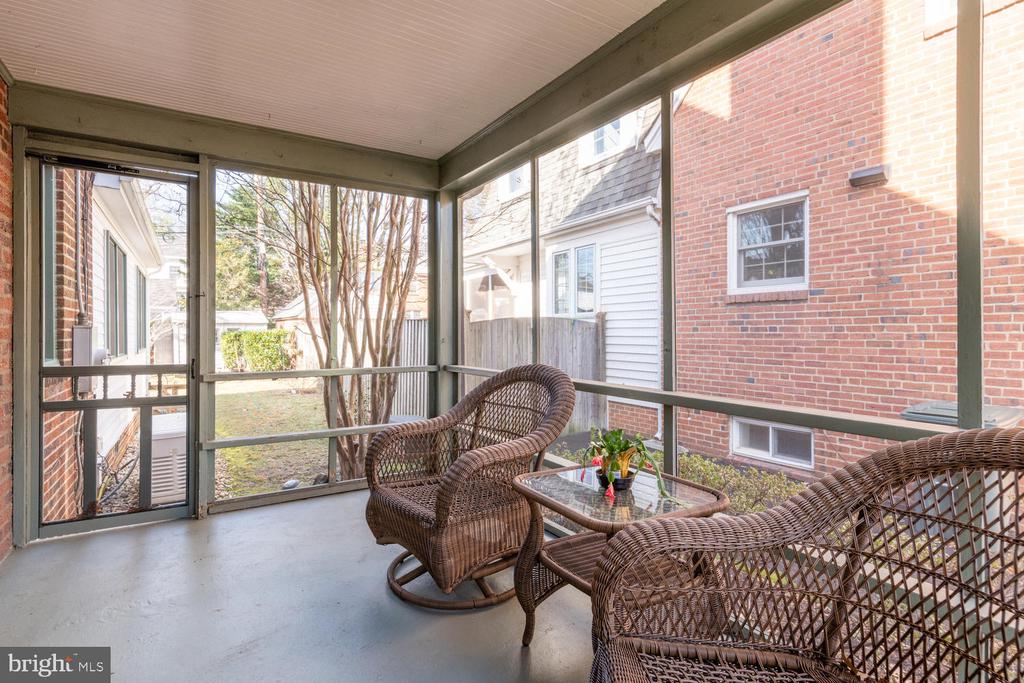 Enjoy a morning cup of coffee on the porch - 522 N NORWOOD ST, ARLINGTON