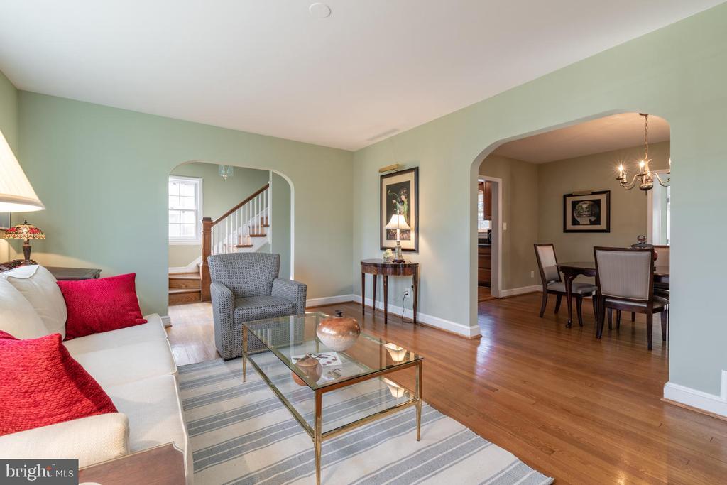 Wonderful open Floor Plan - 522 N NORWOOD ST, ARLINGTON