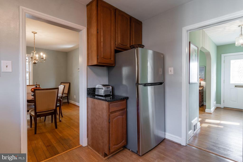 Stainless Steel Refrigerator with  icemaker - 522 N NORWOOD ST, ARLINGTON