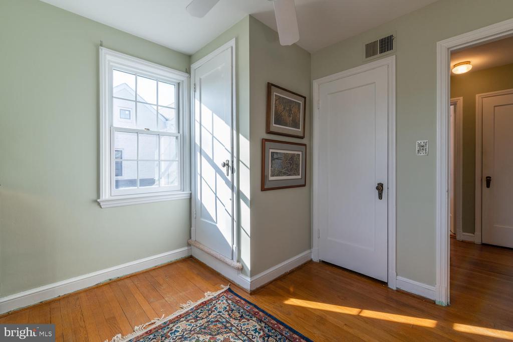Very deep closet in this bedroom - 522 N NORWOOD ST, ARLINGTON