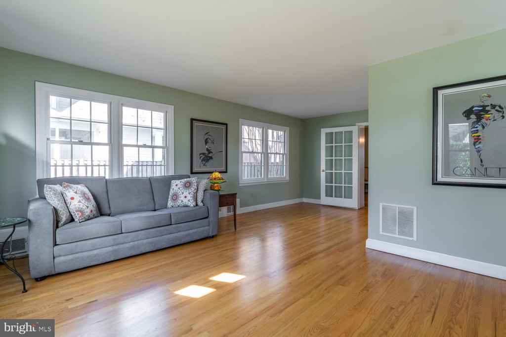 Hardwood floors and french door in FR addition - 522 N NORWOOD ST, ARLINGTON