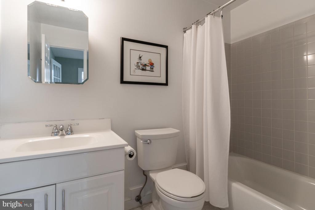 Full Bath in Family Room addition - 522 N NORWOOD ST, ARLINGTON