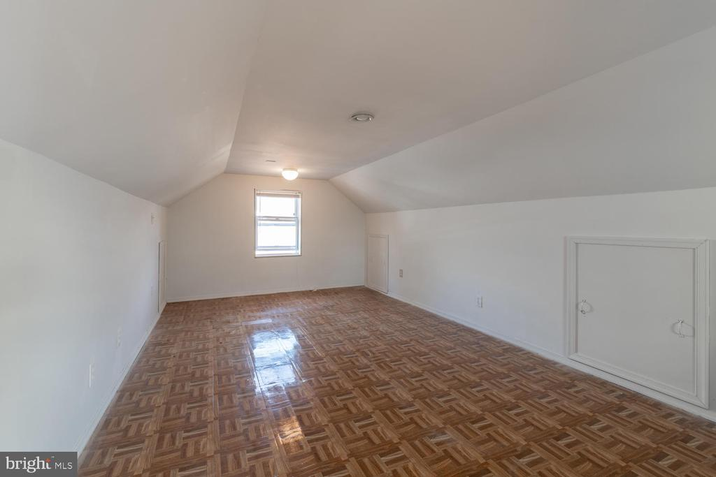 Bonus Room in walk up attic - 522 N NORWOOD ST, ARLINGTON