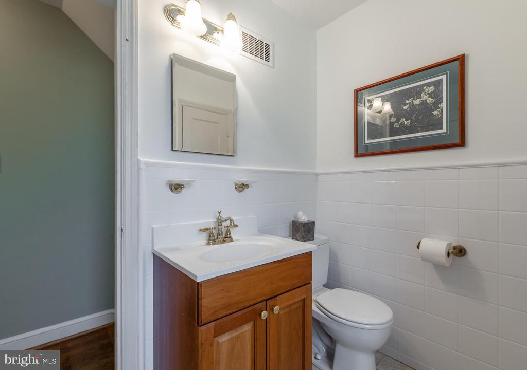 Updated Full Bath - 522 N NORWOOD ST, ARLINGTON