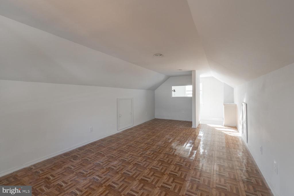 Storage on both sides of Bonus Room - 522 N NORWOOD ST, ARLINGTON