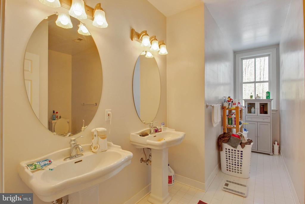 2nd Master Ensuite Bath - 8309 CRESTRIDGE RD, FAIRFAX STATION