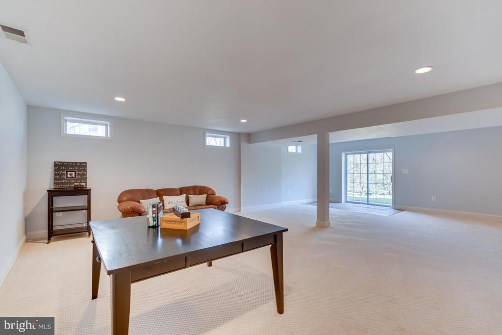 .Enormous Recreation Room w/natural light - 122 LAWSON RD SE, LEESBURG