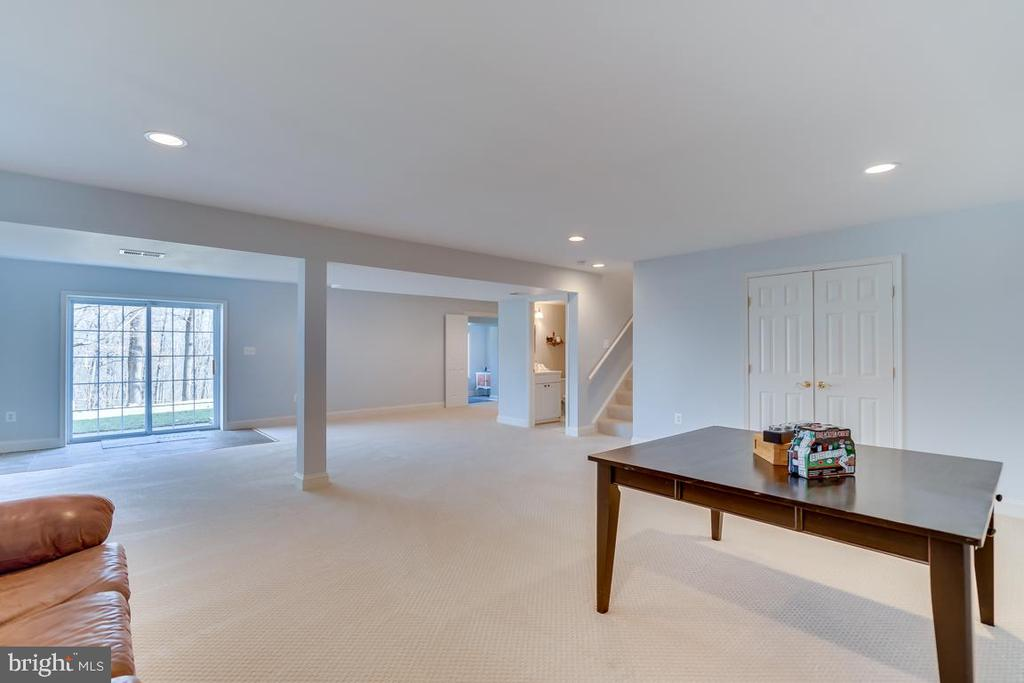 .Walk out level access to backyard - 122 LAWSON RD SE, LEESBURG