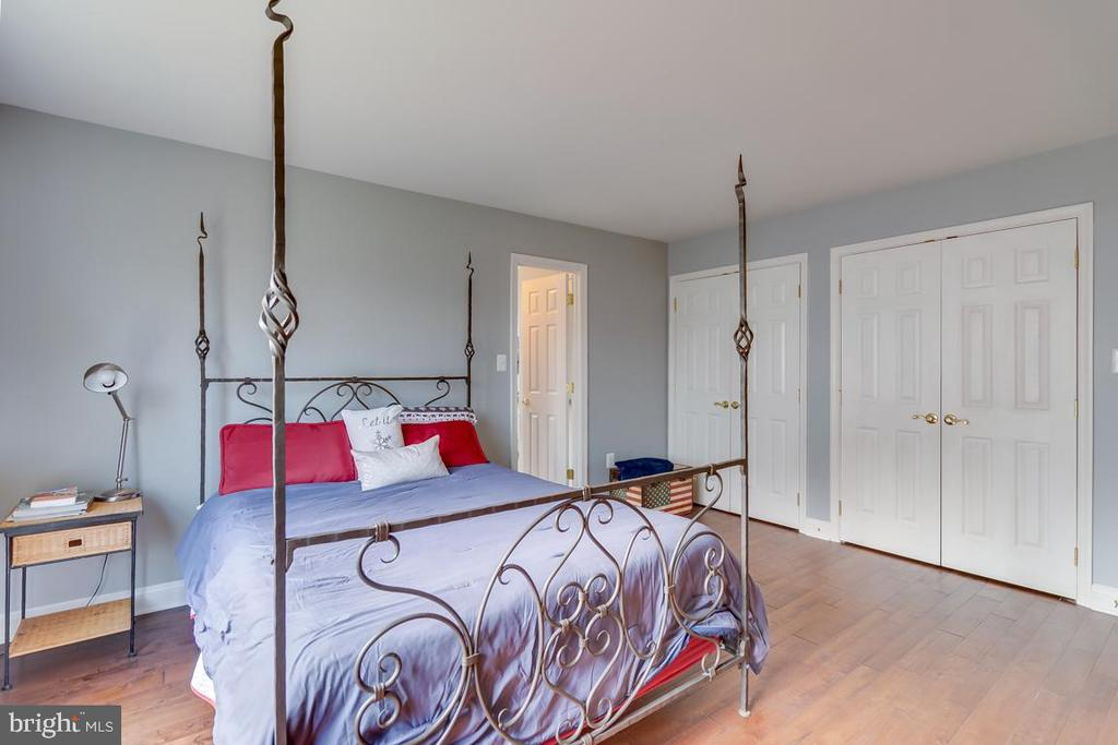 .Bedroom #2 with ensuite bathroom - 122 LAWSON RD SE, LEESBURG
