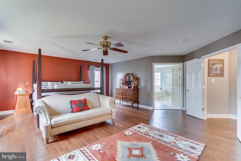 .Master bedroom suite - 122 LAWSON RD SE, LEESBURG