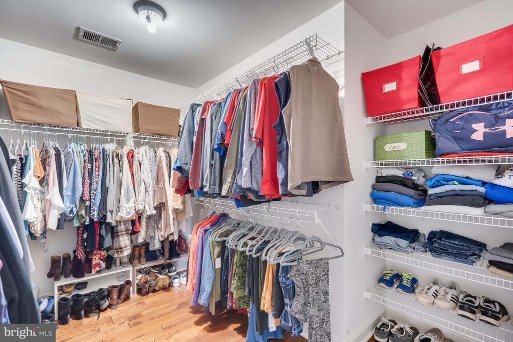 .Master bedroom walk in closet - 122 LAWSON RD SE, LEESBURG