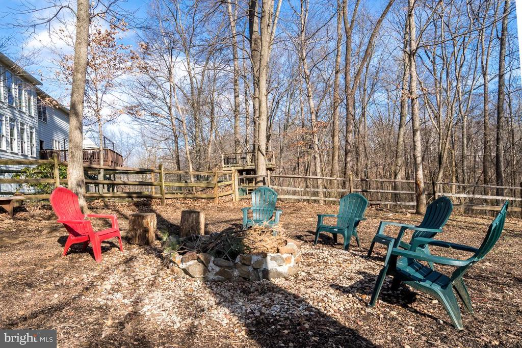 Space for fire pit or playground area - 122 LAWSON RD SE, LEESBURG