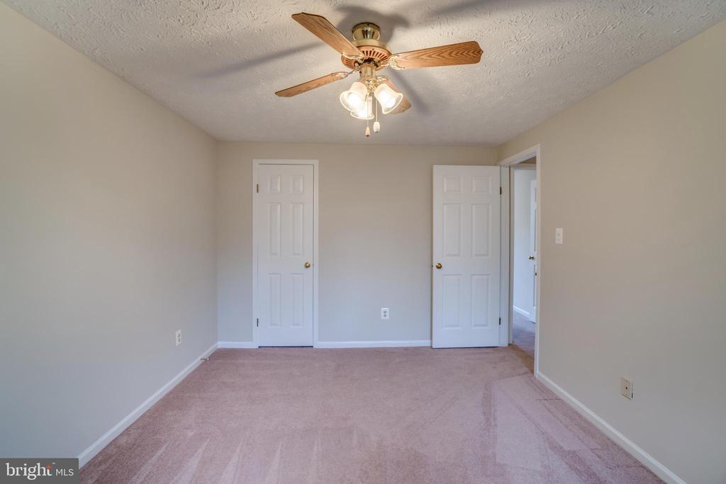 Dressing room/office/nursery/bedroom off Master - 8189 SHIPS CURVE LN, SPRINGFIELD