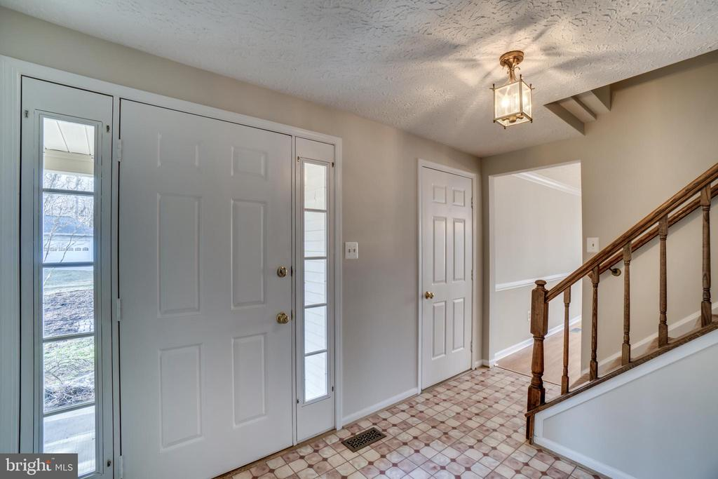 Entryway - 8189 SHIPS CURVE LN, SPRINGFIELD