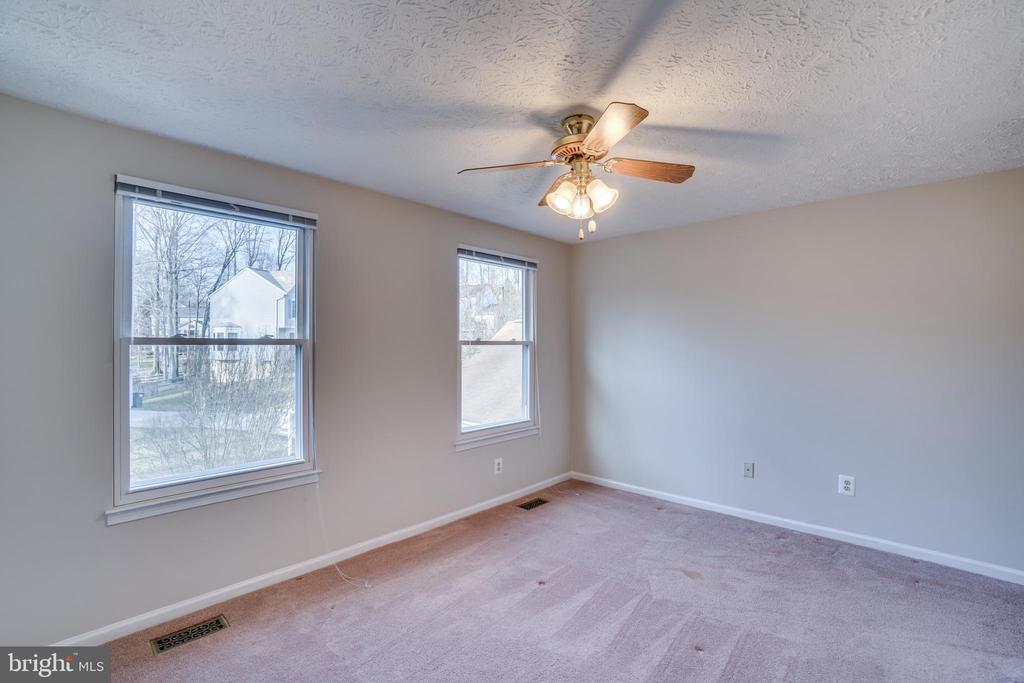 3rd bedroom with ceiling fan - 8189 SHIPS CURVE LN, SPRINGFIELD