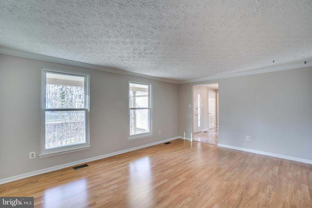 Living room with hardwood flooring - 8189 SHIPS CURVE LN, SPRINGFIELD