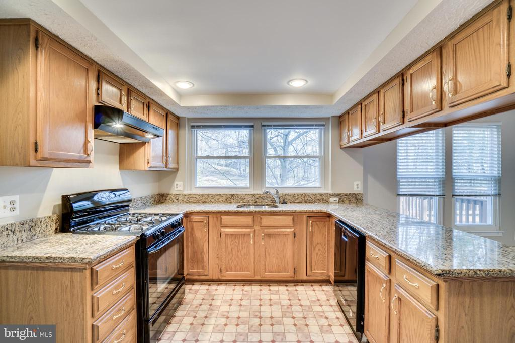 Updated kitchen with views of wooded backyard - 8189 SHIPS CURVE LN, SPRINGFIELD