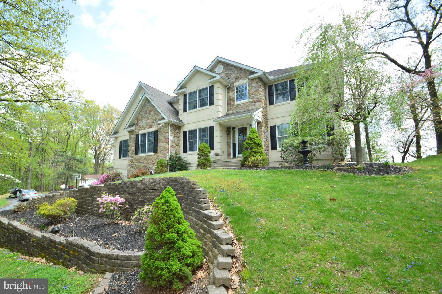 Single Family Home for Sale at Easton, Pennsylvania 18040 United States