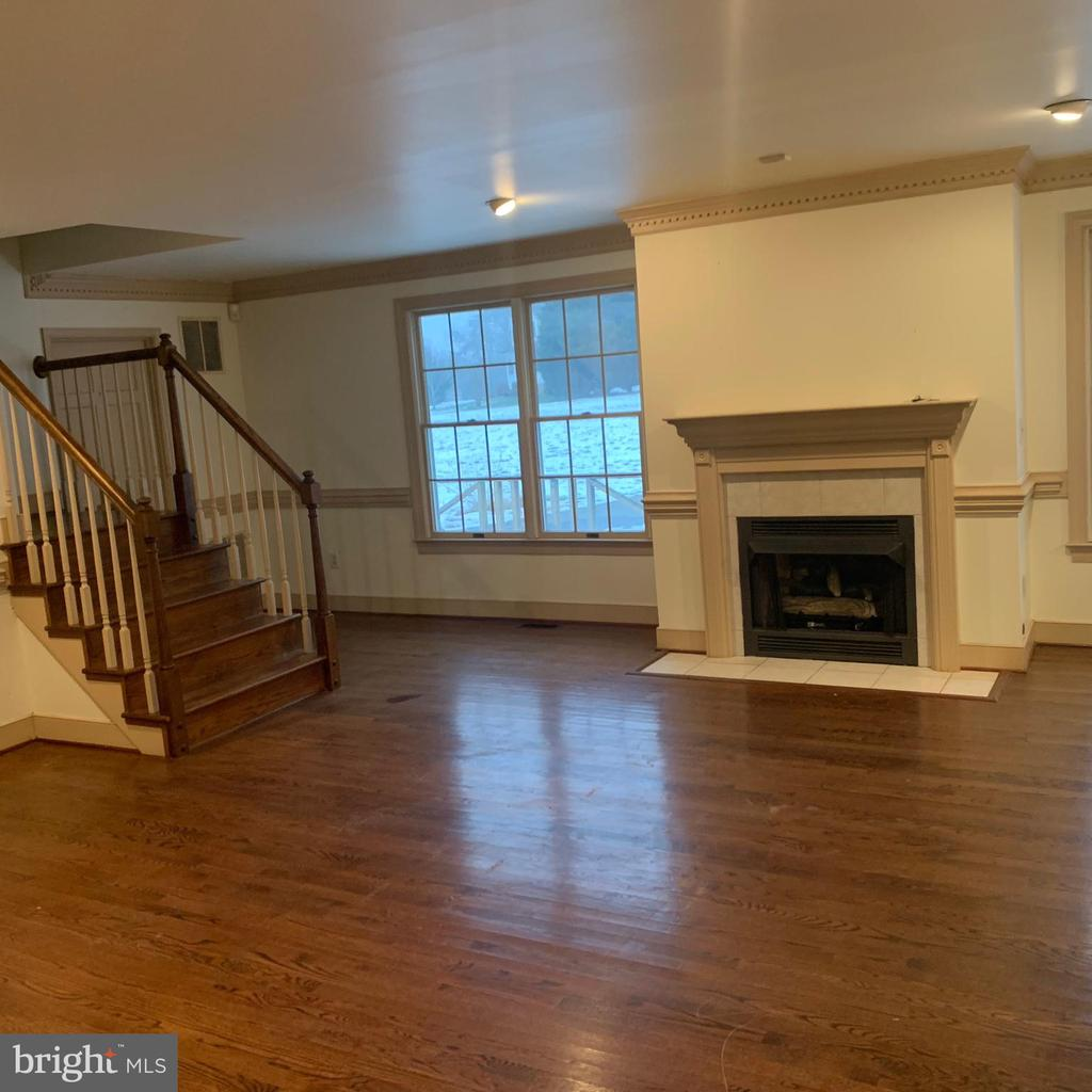 Fireplace across from Kitchen/Casual Dining area - 13201 FOX GATE DR, SPOTSYLVANIA