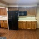 Kitchen appliances with plenty of counter space - 13201 FOX GATE DR, SPOTSYLVANIA