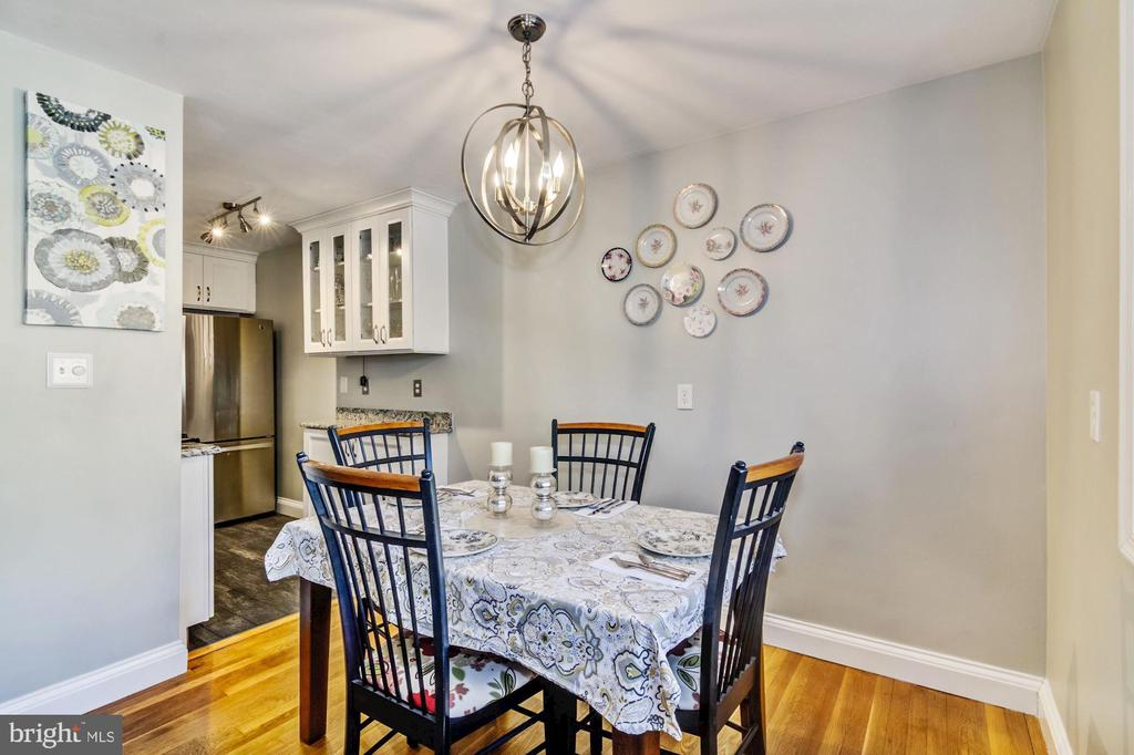 Dining area leads into the kitchen - 2016 N ADAMS ST #504, ARLINGTON