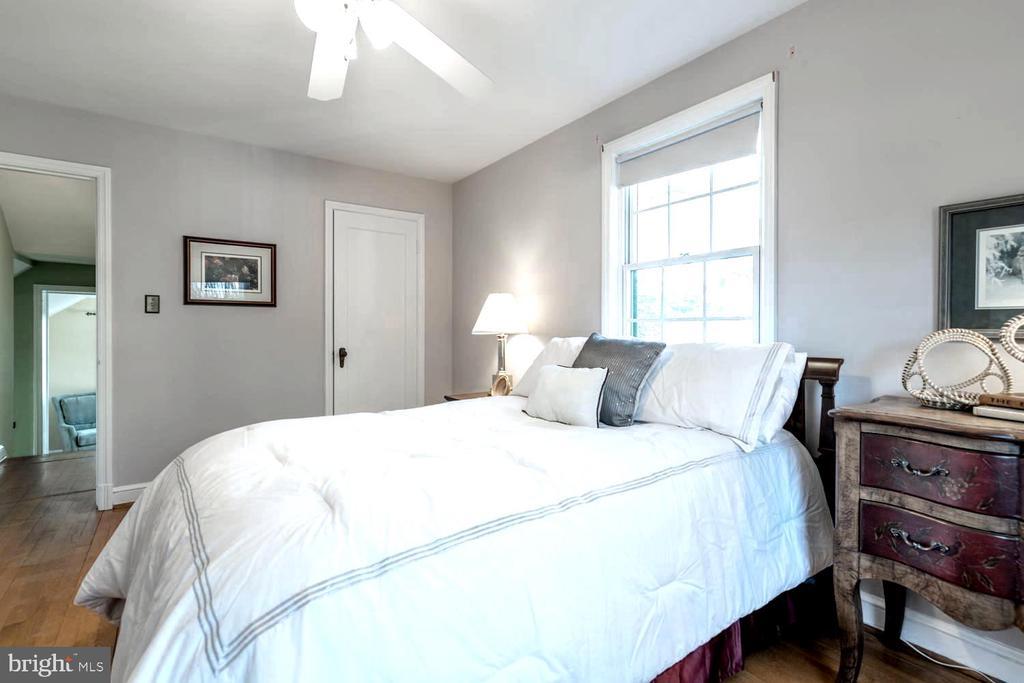 Every bedroom has it's own ceiling fan - 522 N NORWOOD ST, ARLINGTON