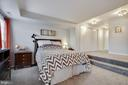 Large bedroom with lots of storage - 2907 S WOODSTOCK ST #E, ARLINGTON