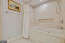 Jetted tub - 2907 S WOODSTOCK ST #E, ARLINGTON