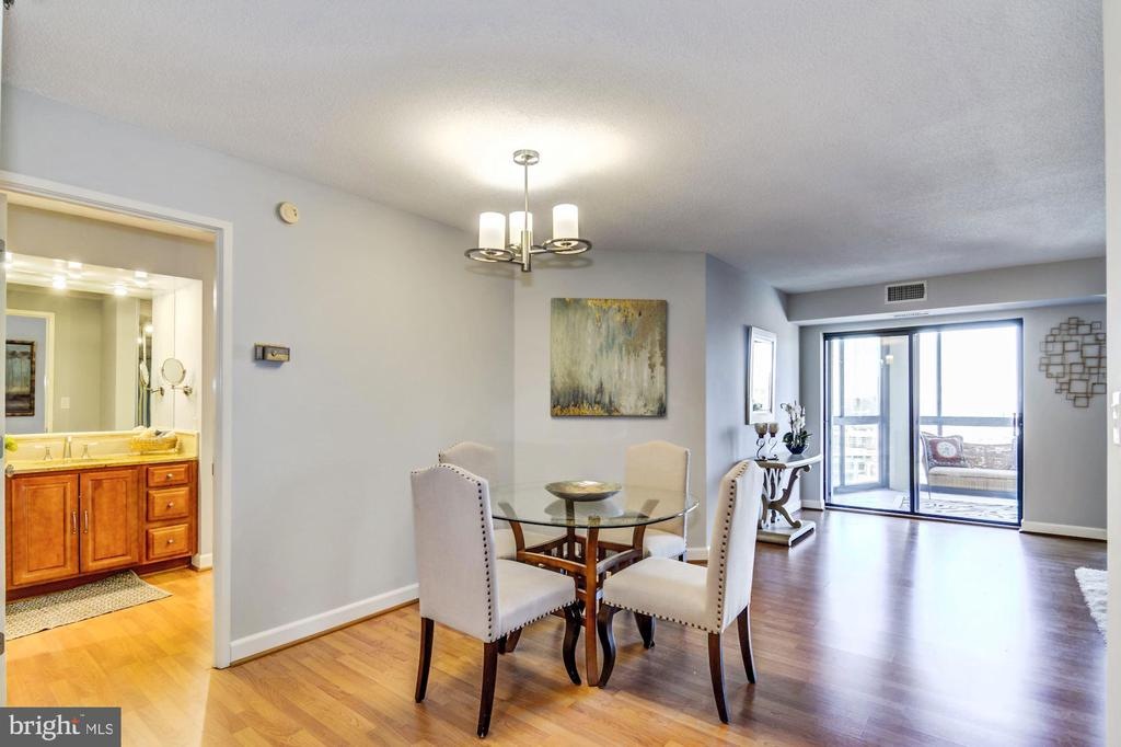 Great separation of space b/t living & dining area - 900 N STAFFORD ST #1711, ARLINGTON