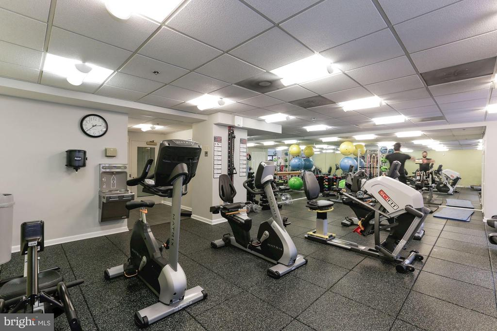 Fitness center - 900 N STAFFORD ST #1711, ARLINGTON