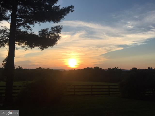 Amazing sunsets to complete the day - 40041 HEDGELAND LN, WATERFORD