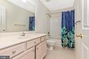 Full Bathroom on second level - 13402 STONEBRIDGE TER, GERMANTOWN