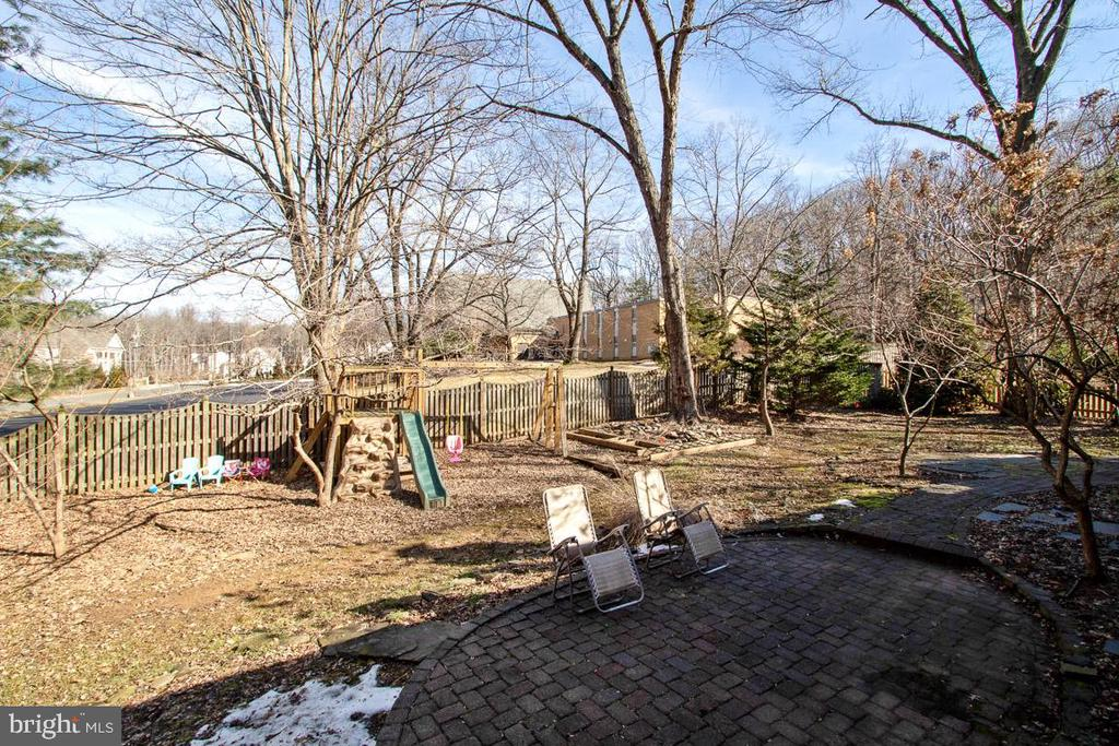 Patios, screened porch, and lots of fenced space - 7506 BOX ELDER CT, MCLEAN