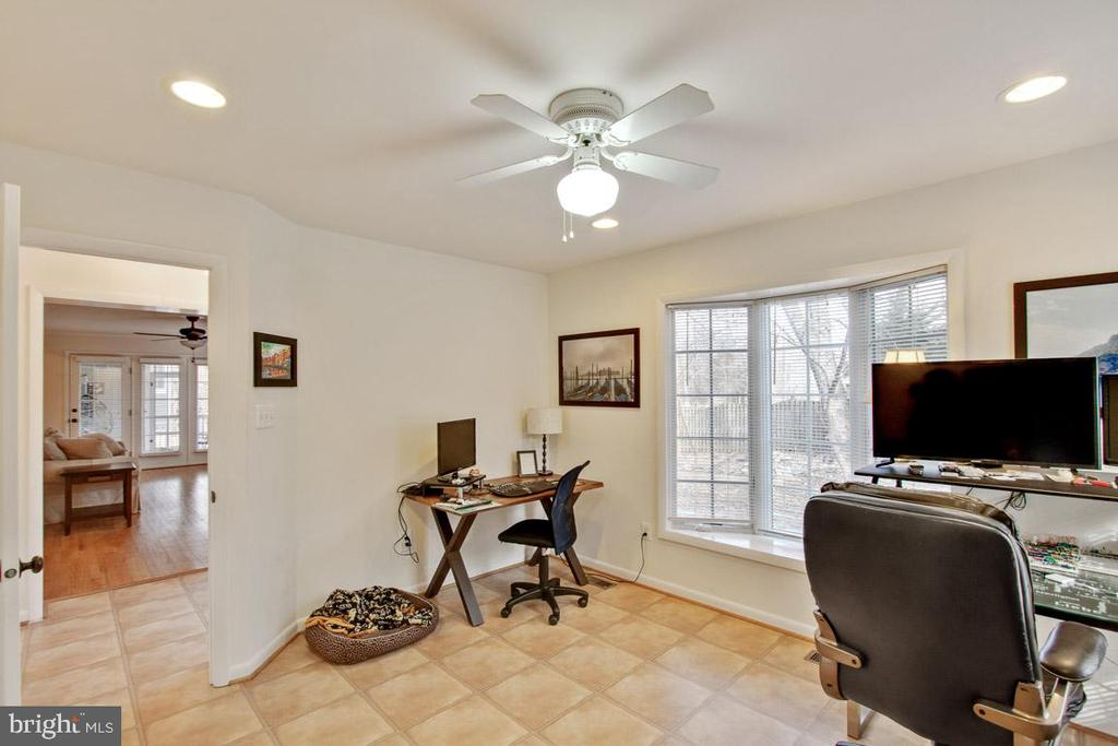 Office doubles as 5th bedroom - 7506 BOX ELDER CT, MCLEAN