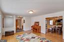 Spacious living room off newly tiled foyer - 7506 BOX ELDER CT, MCLEAN