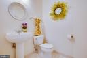 Spacious powder room on main floor - 9603 MASEY MCQUIRE CT, LORTON
