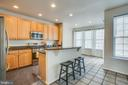 kitchen island with gas cooking! - 9603 MASEY MCQUIRE CT, LORTON
