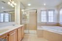 Huge spa like master bath with water closet - 9603 MASEY MCQUIRE CT, LORTON