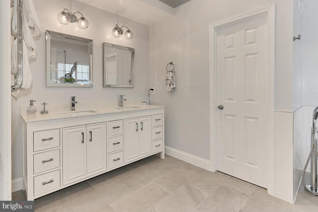 Master Bath - 43228 DARKWOODS ST, CHANTILLY