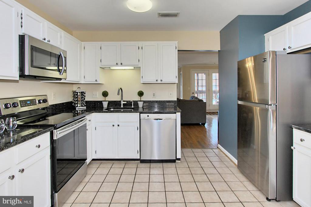 Kitchen with Stainless Steel Appliances - 608A N TAZEWELL ST, ARLINGTON