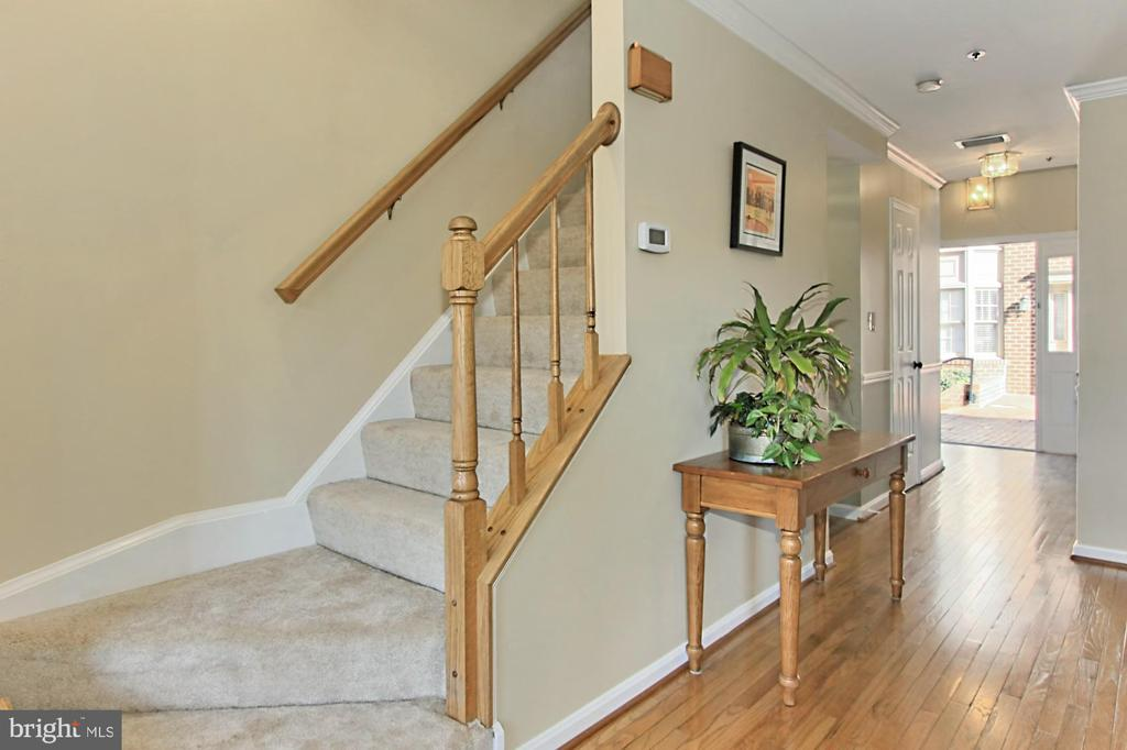 New Carpeting on Stairs to Upper Level 1 - 608A N TAZEWELL ST, ARLINGTON
